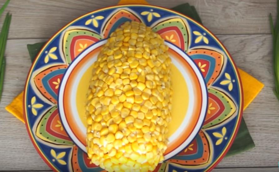 Салат с кукурузой и черносливом из копилки праздничных рецептов