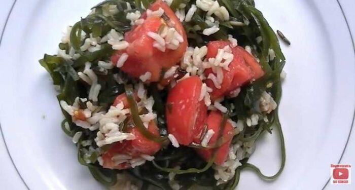 Салат из морской капусты с рисом