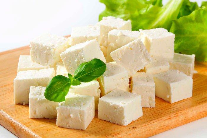 Как заморозить и правильно разморозить домашний творожный сыр