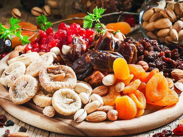 Выбор сушеных фруктов – главного ингредиента домашних конфет