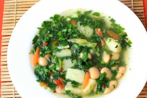 Суп с крапивой и фасолью
