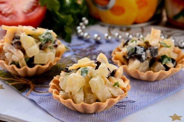 Сырные корзиночки с начинкой: быстрые закуски на новогодний стол