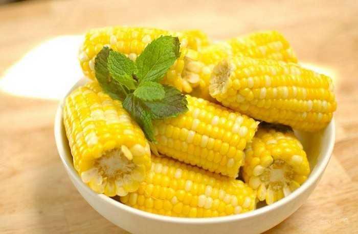 Как варить молодую кукурузу в початках: раскрываем секрет