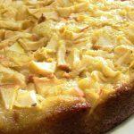 Воздушный и вкусный рецепт шарлотки с яблоками на кефире