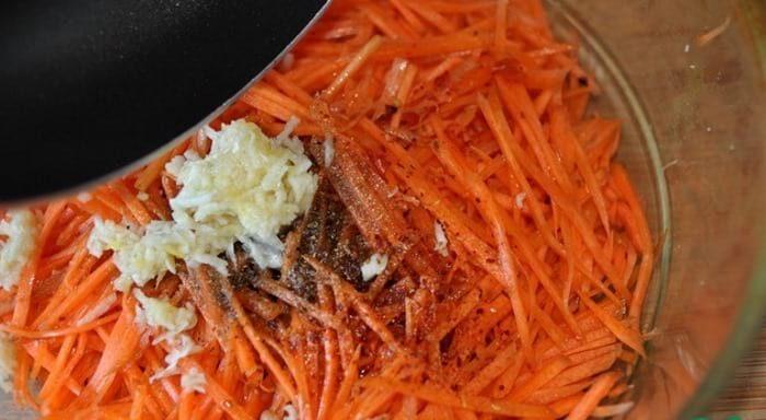 морковь заливаем маслом