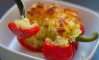 перец фаршированный картошкой в духовке