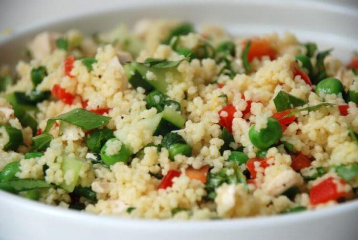 Теплый средиземноморский салат кус-кус