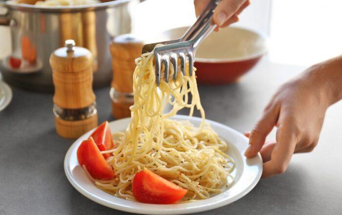 Как правильно варить макароны, чтобы они не слипались