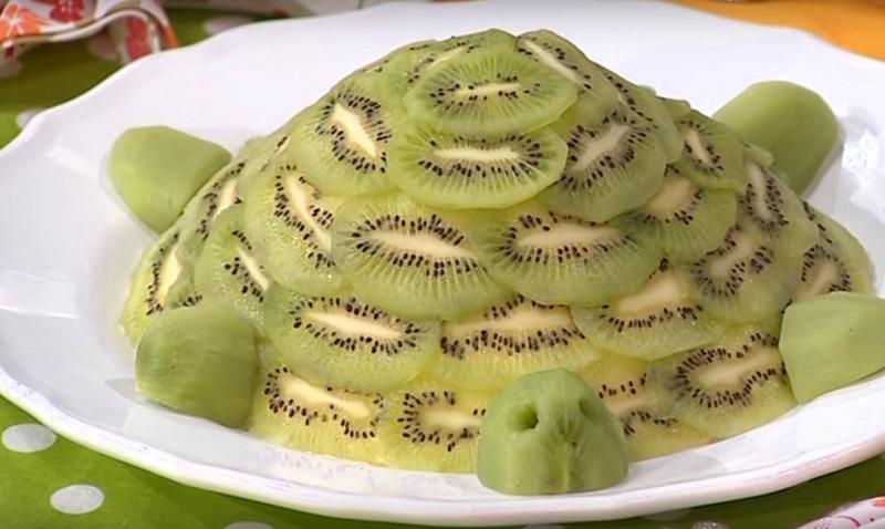 Торт с бананом и киви без выпечки «Изумрудная черепаха»
