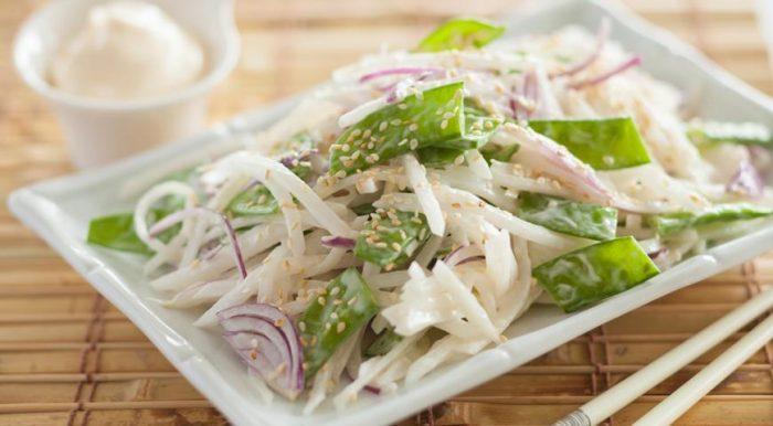 Вкусный салат с редькой дайкон