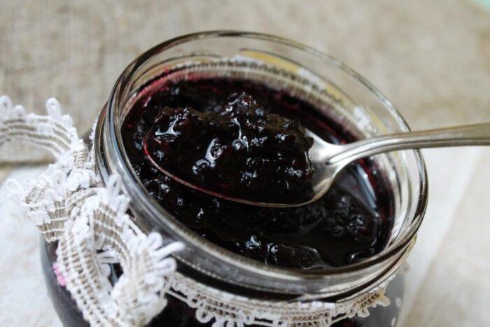 Как заготовить вкусную черную смородину на зиму