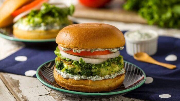Вегетарианский бургер с нутом и брокколи