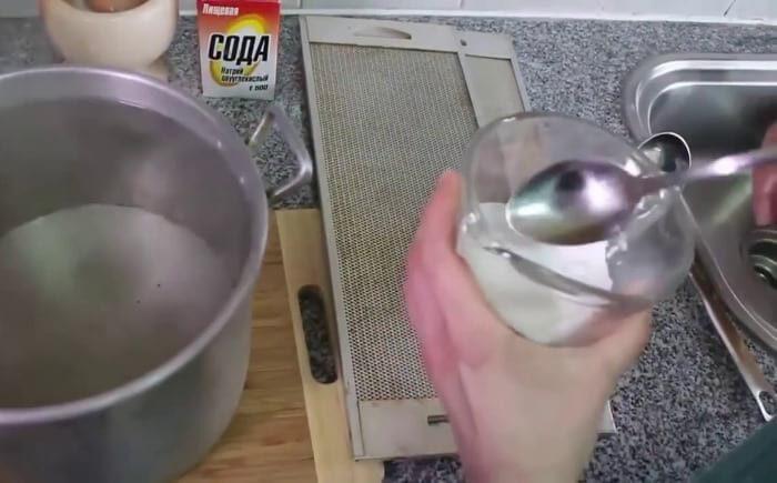 очищаем вытяжку без химии