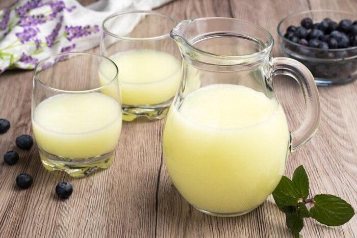 Как использовать молочную сыворотку в домашних условиях