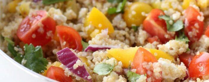 Шесть рецептов: полезные, сытные и аппетитные завтраки и перекусы с суперфудом
