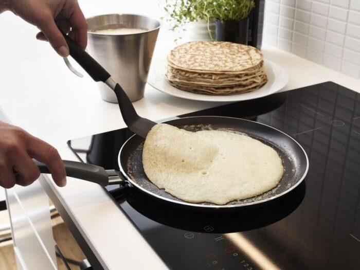 Что делать, если к сковородке прилипают блины