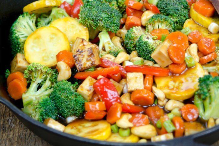 Как правильно потушить овощи