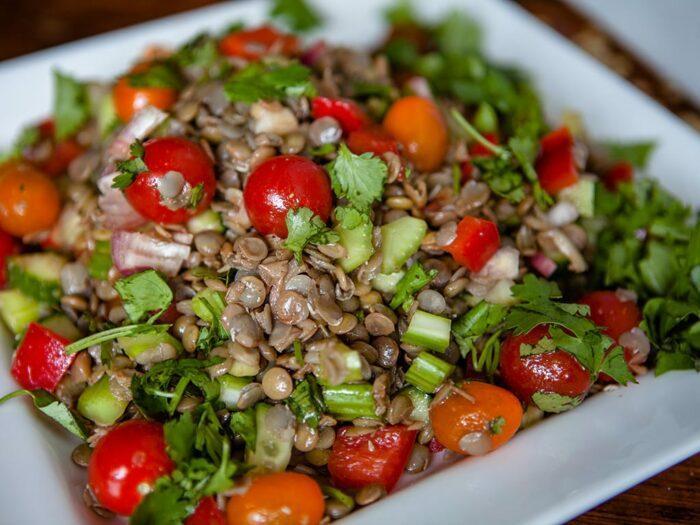 Как приготовить простой салат из чечевицы