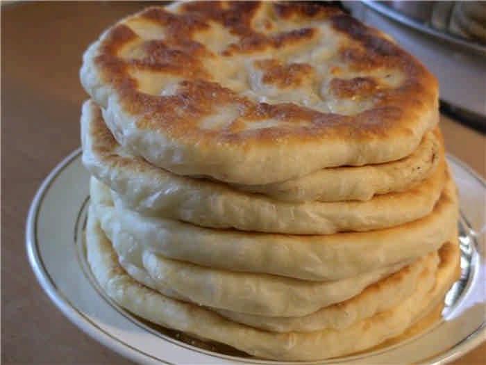 Национальные рецепты лепешек с зеленью, сыром, брынзой, картофелем