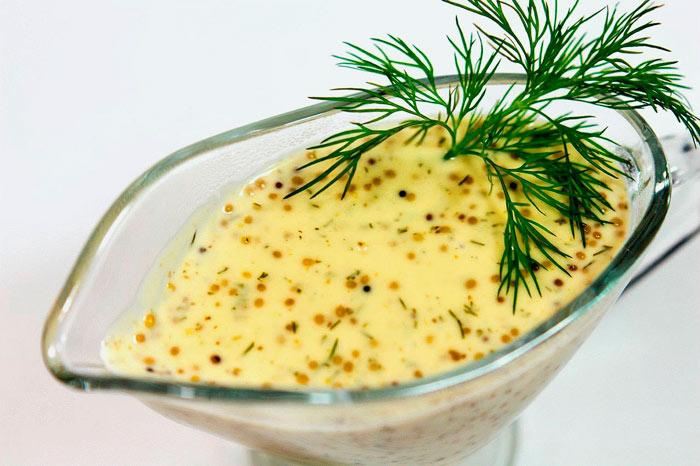 Чем заменить майонез в салате: мягкий соус с горчицей