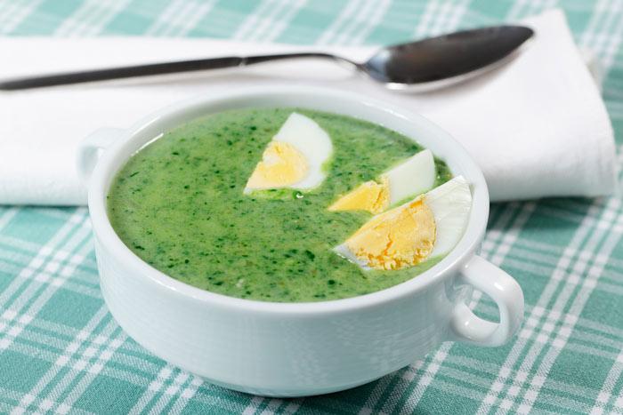 Щи из зелени с яйцом